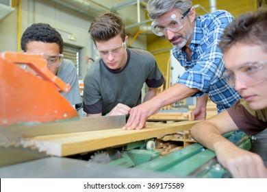electronic wood cutting machine