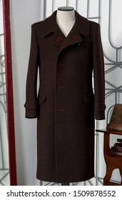Elegance bespoke winter-coat on a mannequin. Men's Clothing.