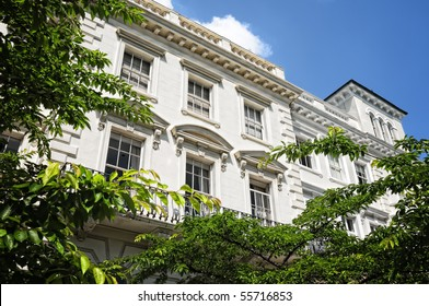 Elegant apartment building in Notting Hill, London.