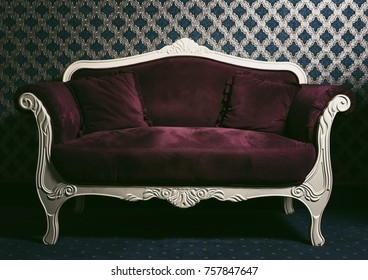 Elegant and Chic Living Rooms with Damask Wallpaper