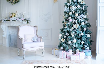elegant Christmas decorations,luxurious interior light in Christmas style
