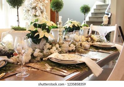Elegant Christmas dinner table setting.