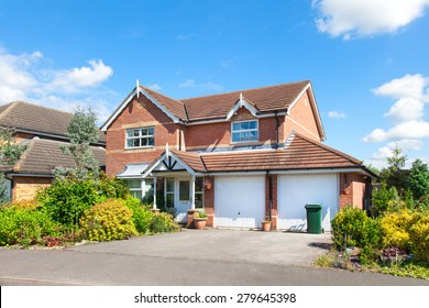 Elegant detached house with double garage