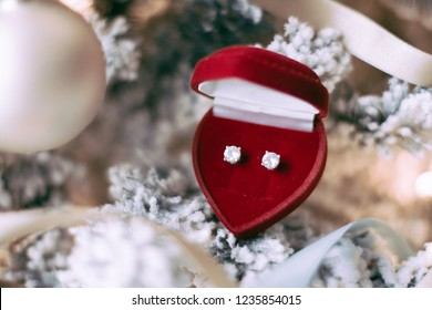 Elegant dimond jewellery, a perfect holiday gift for her on Christmas