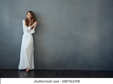 the elegant lady leaned her back against the wall