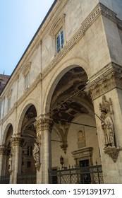 The elegant Loggia della Mercanzia, known also as Loggia di San Paolo or Loggia Dei Nobili, is typical of Senese architecture in its transition from Medieval to Renaissance.