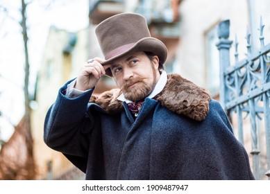 Eleganter Mann des 19. Jahrhunderts. Jahrgang. in klassischen Retro-Kleidung, Mantel und Hut.