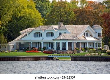 elegant new cottage on the lake