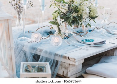 Elegant table setup in blue pastels for a beach wedding