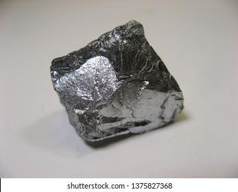 Elemental Chromium specimen sample