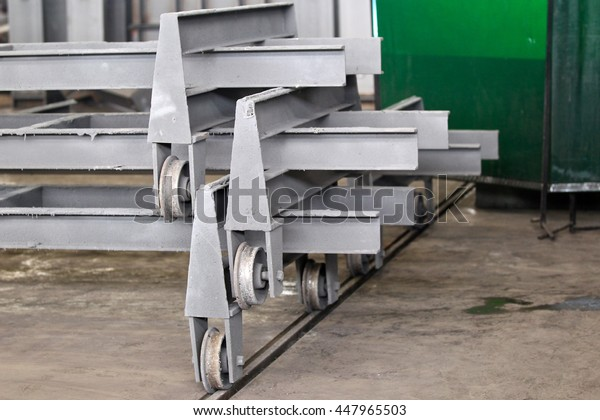 elements of transport trolleys for moving material in an industrial workshop