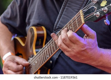 Eletric guitar player