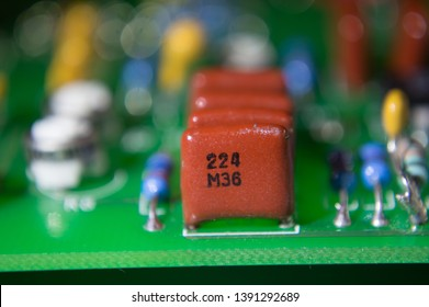 Eletronic capacitor in a printed circuit board among other eletronic components in soft focus
