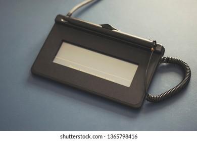 Eletronic signature scan terminal