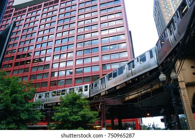 """Elevated train """"L"""" in Chicago"""
