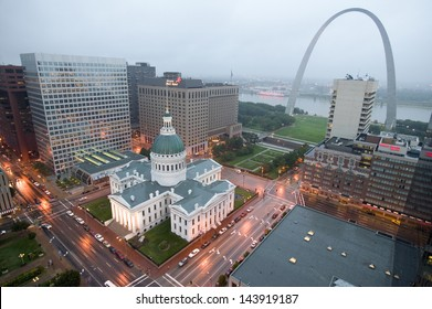 Elevated view of Gateway Arch and the historical Old St. Louis Courthouse, MO