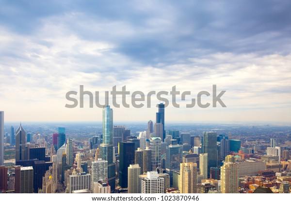 Erhöhte Sicht auf die Skyline der Innenstadt von Chicago, Illinois, USA