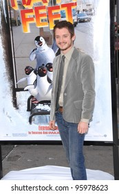 """ELIJAH WOOD at the world premiere of his new movie """"Happy Feet"""" at the Grauman's Chinese Theatre, Hollywood. November 12, 2006  Los Angeles, CA Picture: Paul Smith / Featureflash"""