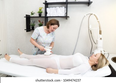 Elimination of subcutaneous fat. The blonde girl is given LPG massage on problem areas of the skin. Decrease body volume with a massage session.