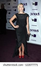 Elisha Cuthbert at VH1 Divas 2012, Shrine Auditorium, Los Angeles, CA 12-16-12