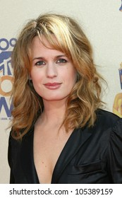 Elizabeth Reaser  at the 2009 MTV Movie Awards Arrivals. Gibson Amphitheatre, Universal City, CA. 05-31-09