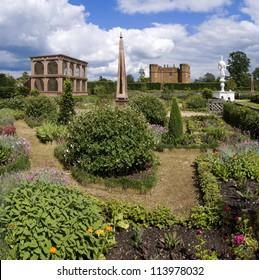 the elizabethan garden at kenilworth castle warwickshire the midlands england uk
