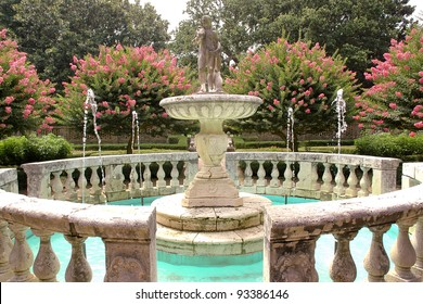 Elizabethan Gardens fountain