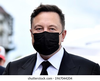 Elon Musk wears a protective mask as he arrives to attend a meeting with the leadership of the conservative CDU-CSU parliamentary group, in Berlin, Germany September 2, 2020.
