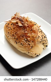 Elongated bun with sesame seeds and flakes