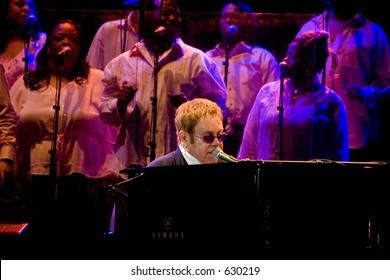 Elton John and gospel singers at live in Rome on 3rd of september 2005