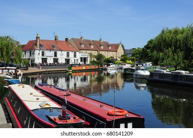 ELY, CAMBRIDGESHIRE/UK - July 17, 2017. Moored boats on the Great Ouse River and the Cutter Inn, Ely, Cambridgeshire, England
