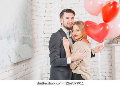 Embracing couple with bunch of balloons  photography in Israel at home