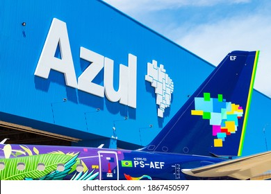 """Embraer 195 E2 of Azul Linhas Aereas with Ararinha Azul livery in a event promoted by Azul and Akzo Nobel, owner of Coral. The Arara is a Spix Macaw and the paint was created by the artist """"Pardal"""""""