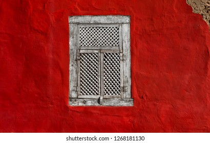 EMBU DAS ARTES, BRAZIL - 26 Dezember, 2018: beautiful wooden window on a red wall in the old colonial houses of downtown Embu das Artes São Paulo