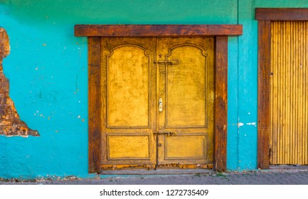 EMBU DAS ARTES, BRAZIL - 26 Dezember, 2018: artisanal golden door of the Portuguese colonial era in the colonization of Brazil