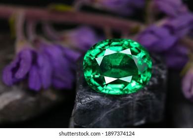 Emeral gemstone Close-up natural leaf