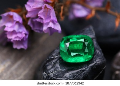 Emerald Beauty Shot Gemstone natural