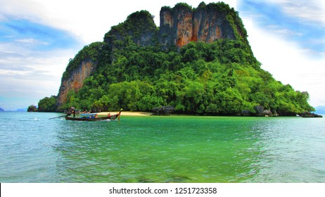 The emerald green sea on ​Thailand