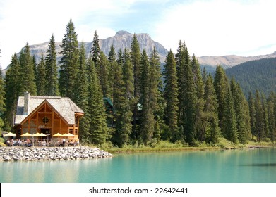 emerald lake - lodge - canada