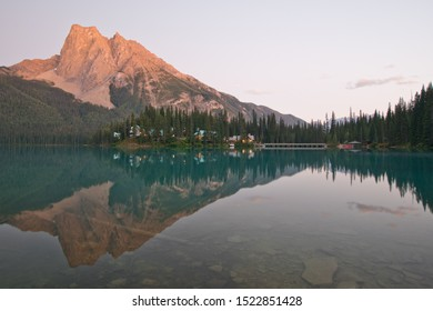 Emerald lake in Yoho national park, what a beautiful sunset!