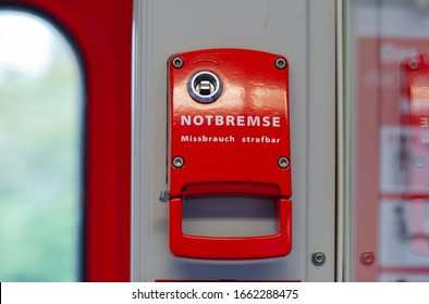 """Emergency brake from a train compartment. The  translation of """"Notbremse, Missbrauch strafbar"""" means: Emergency brake, abuse punishable"""