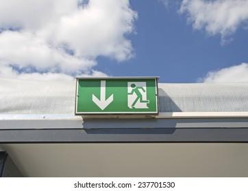 Emergency Exit. Schild Notausgang.