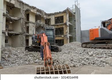 emolition crane dismantling a building