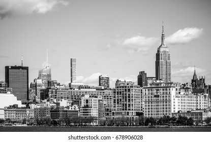 The Empire State Building in the Skyline of Manhattan Midtown - MANHATTAN / NEW YORK - APRIL 2, 2017