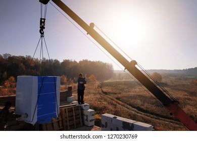 the employee controls the unloading of blocks for the construction of a house at the time farm