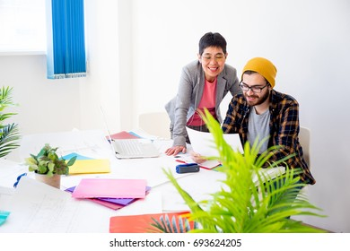 Employee discussing something with his boss
