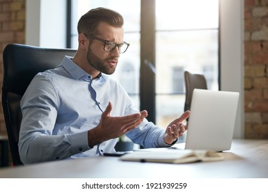 Employee looking at the screen of laptop and having questions