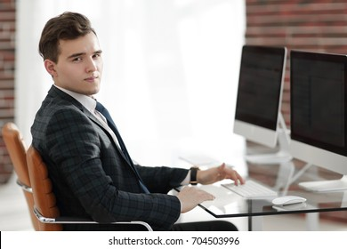 employee in the office behind a Desk