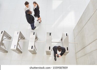 Employees at the check-in as access control for better security in the Group