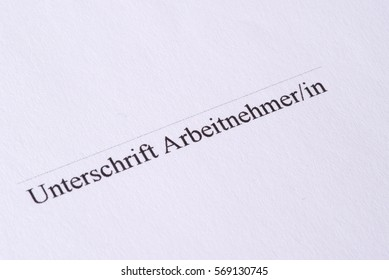 An employment contract in German and a signature field for the employee